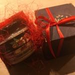 Dāvana 1gb (mandeļu, lazdas vai mix) koka kastītē