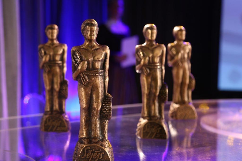 """Konkursa """" Sējējs"""" balvas – statuetes."""