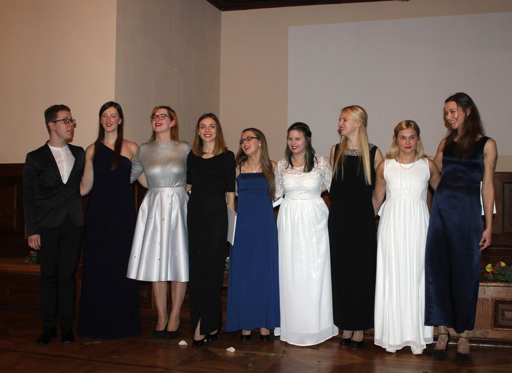 Te nu viņi visi - meiteņu vokālā grupa