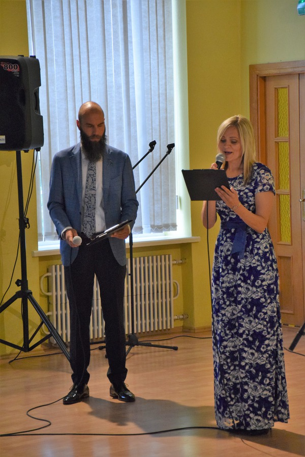 Kandavas internātvidusskolas salidojumu atklāj Iveta Pudāne un Mareks Mamajs