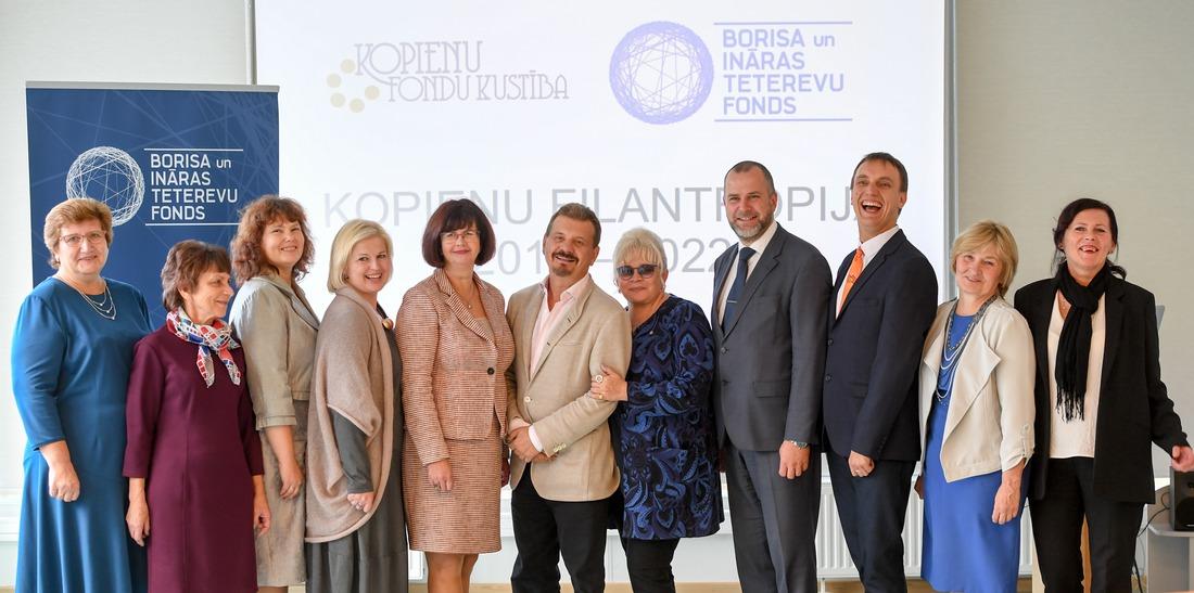 Latvijas kopienu fondu pārstāvji kopā ar Borisu un Ināru Tetereviem. Foto: Ilmārs Znotiņš