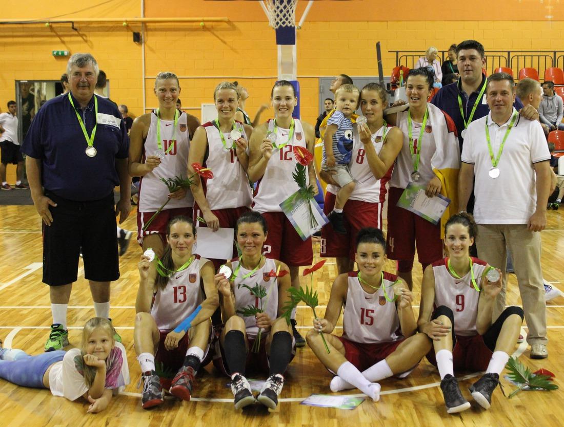 Kandavas novada sieviešu basketbola komanda- sudraba medaļu ieguvēja Latvijas IV vasaras olimpiādē Valmierā