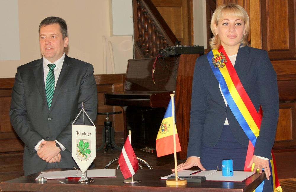27. oktobrī tika parakstīts abpusējās sadarbības līgums starp Ghelauza, r-l Strășeni (Moldova) un Kandavas novada pašvaldību.