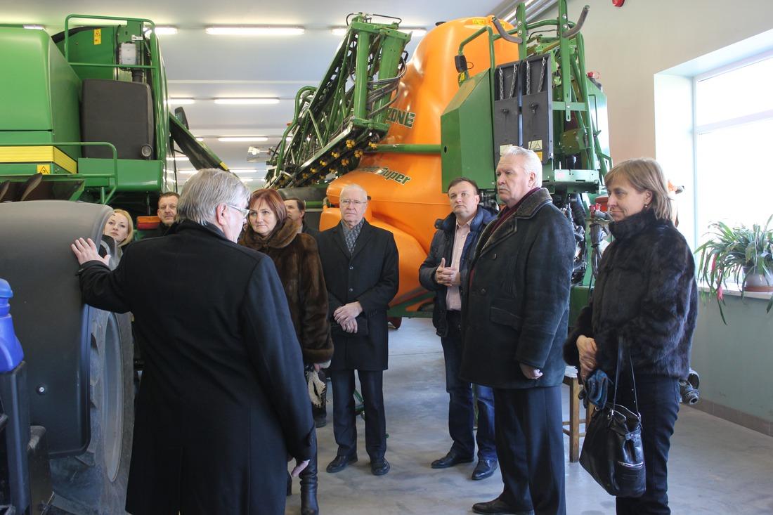 Zemkopības ministrs J.Dūklavs apmeklē Kandavas novadu