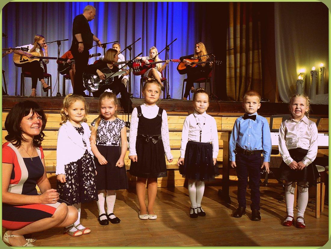 Pirmsskolas bērnu vokālā grupa  skolotāja ANDRA VILKAUŠA