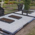 Kapu pieminekļi un kapu sētiņas.