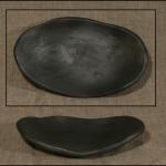 78) Šķīvis. Augstums 2cm,augšējā garākā mala 20cm. Svars 400. Cena 4.0 LVL