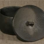 Pods. Sautējamais trauks. Terīne.Svēpētā keramika, slāpētā keramika, melnā keramika, roku darbs, hand made, craftman, ceramica, food fired, Latvia, Kandavas keramikas ceplis