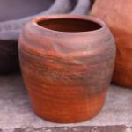 Pods, vāze. Izgatavoti no Latvijas brūnā māla. Nav glazēti. Cena 8e