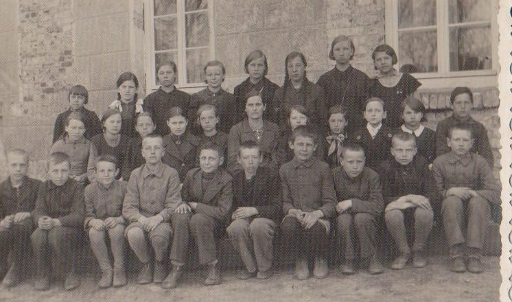 Vānes skolas izlaidums 1942.Bilde fotografēta 1939.gadā