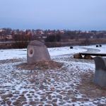 """2012.gada janvāris. Ojāra Feldberga skulptūra """"Atvars"""" pie tilta Kandavā. Foto: Egils Rēdmanis"""