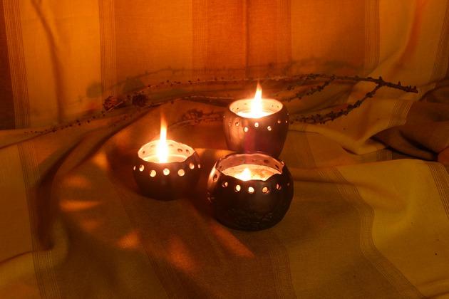 Keramikas māla svečturi ar sveci
