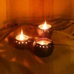 Svečturi. Ar sojas vaska vai bišu vaska svecēm. Pēc izdegšanas var likt citu sveci vai atkārtoti ieliet dabīgo sveču masu.