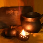Svēpētās keramikas trauki. Svečturis, sviesta trauks, šķīvis, krūka. Ir iespējams veidot vienotā rakstā.