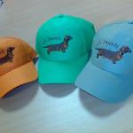Izšūts logo uz cepurītēm